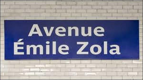 Ouverte le 13 juillet 1913, la station ''Avenue Émile Zola'' se trouve sur la ligne 10. Se situant sous l'extrémité orientale de cette artère du même nom, elle fait référence à ce fameux romancier connu pour son engagement dans l'affaire Dreyfus et sur le plan littéraire à la fresque romanesque ''Les Rougon-Macquart''. Combien de volumes compte cette série ?