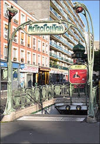 Se situant sur la ligne 2, la station ''Avron'' fut ouverte le 2 avril 1903. Tirant son nom de la rue d'Avron, laquelle débute à proximité; elle menait historiquement vers le plateau d'Avron. Cette butte de l'est parisien appartenait à une ancienne commune de la Seine-Saint-Denis, laquelle ?