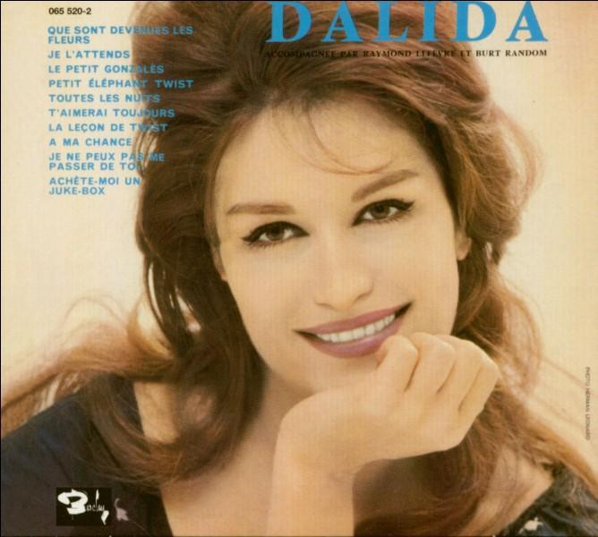 """Quelle chanson de Dalida commence par ces paroles """"Je vais vous raconter"""" ?"""