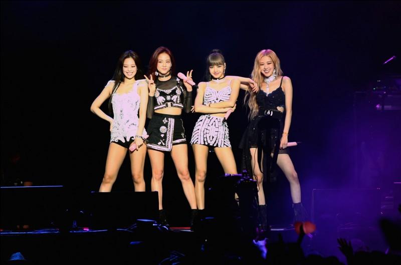 Combien y a-t-il de filles de nationalité coréenne dans ce groupe ?