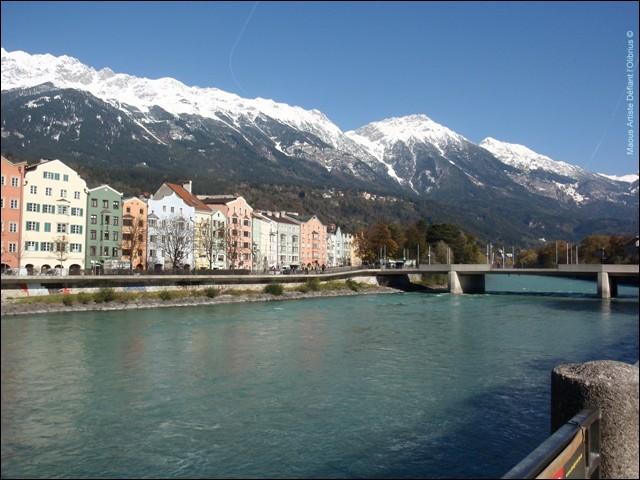 Cette rivière, longue de plus de 500 km, coule en Suisse, en Autriche et en Allemagne où elle rejoint le Danube à Passau :