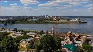 Cette rivière russe est l'affluent le plus important de la rive droite de la Volga. Elle a elle-même de nombreux affluents dont la Moskova :
