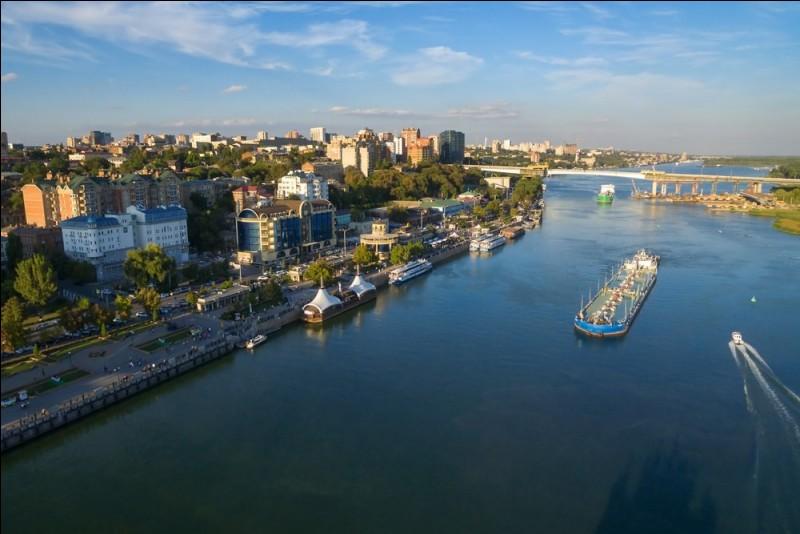 Fleuve russe, il parcourt près de 2 000 km avant de se jeter dans la Mer d'Azov :