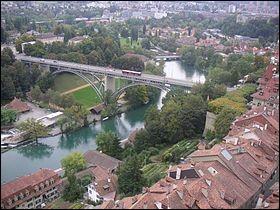 Cette rivière suisse prend sa source à plus de 2000 m d'altitude, arrose Berne et rejoint le Rhin :