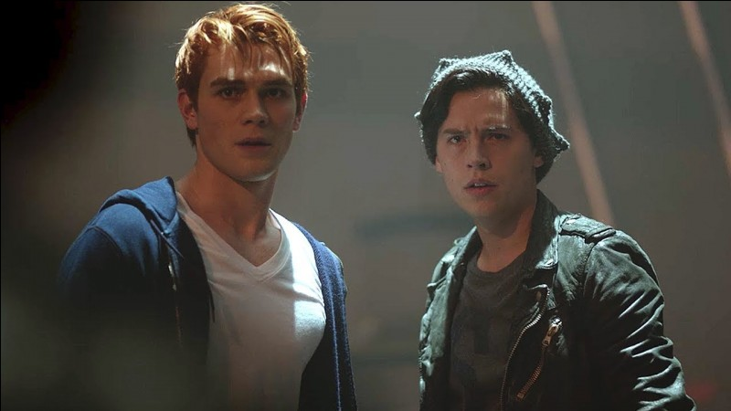 Où Archie et Jughead se retrouvent-ils après avoir fui Riverdale et Hiram Lodge ?