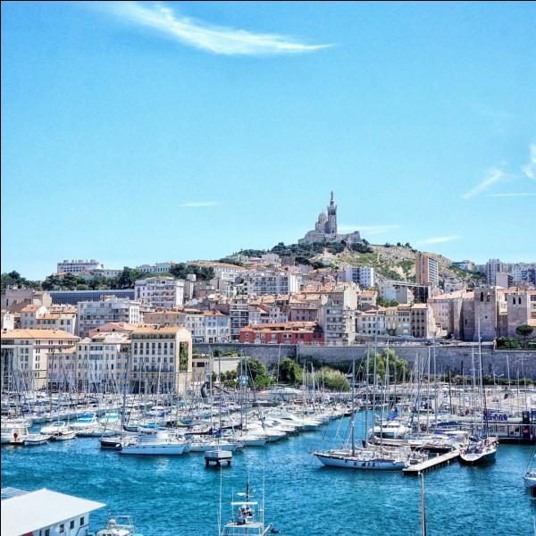 À combien de kilomètres de Marseille la ville de Nice se trouve-t-elle ?