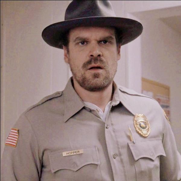Quel est le prénom du sergent Hopper ?