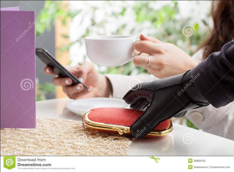 Tu souhaites payer l'addition, mais un voleur a trouvé ton portefeuille plutôt cool...