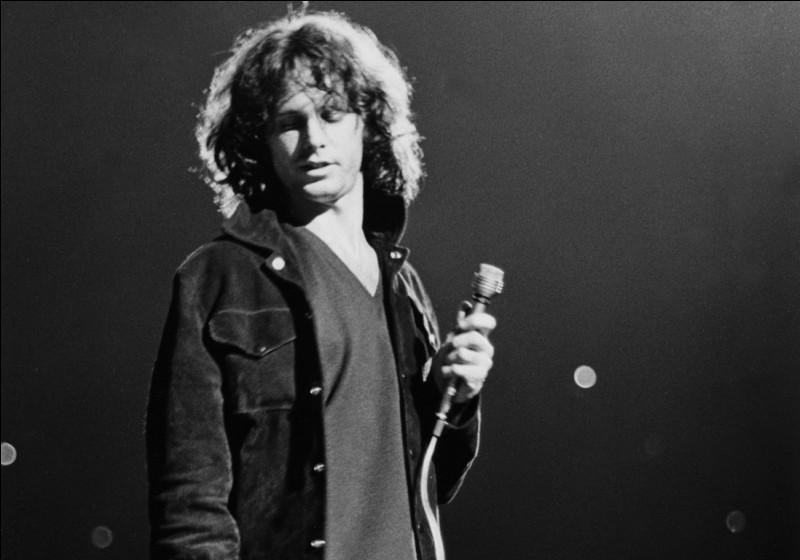 Chanteur américain, idole du rock, cofondateur du groupe The Doors :