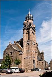 Nous démarrons cette deuxième partie de cette balade devant l'église Saint-Maximilien-Kolbe de Corps-Nuds. Ville de la métropole Rennaise, elle se situe dans le département breton ...