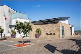 Mathilde a emmené sa vieille télé fichue à Bouzillé. Elle se trouvait dans une ancienne commune Angevine, située en région ...