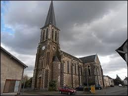 Vous avez sur cette image l'église Saint-Martin de Parennes. Commune Sarthoise, elle se situe en région ...
