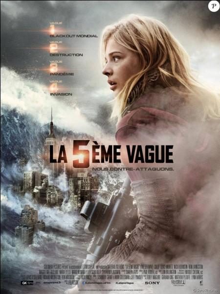 """Qui joue le rôle de Cassie Sullivan dans """"La Cinquième Vague"""" ?"""
