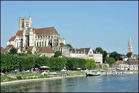 Dans quelle région se trouve le département de l'Yonne ?