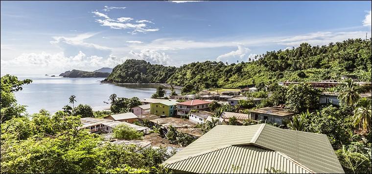 Les langues locales sont le mahorais, le malgache et le français.