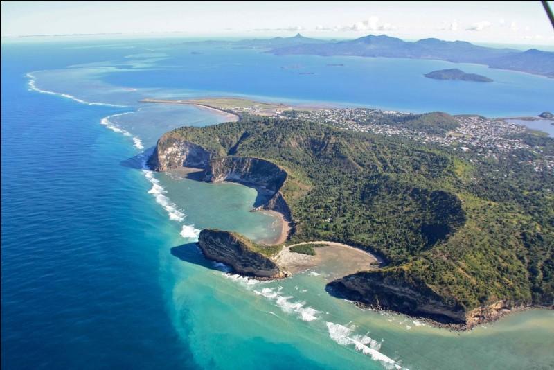 L'île de Mayotte est située au sud-est de Madagascar.