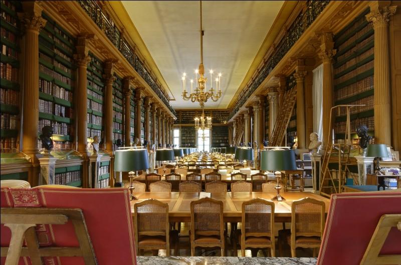 Dans quel arrondissement parisien se situe la Bibliothèque Mazarine, plus ancienne bibliothèque publique de France ?