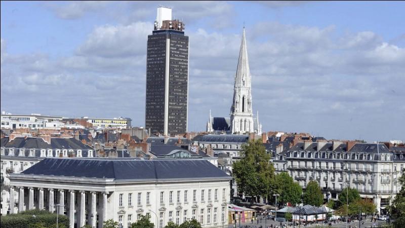 De quelle ville la Tour Bretagne se situe-t-elle ?