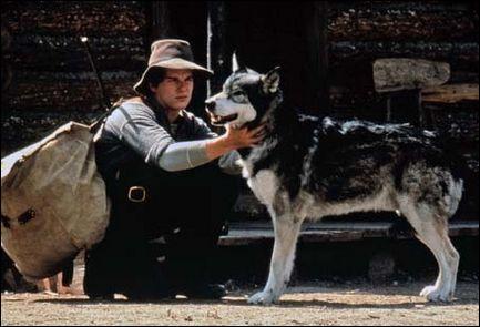 Quel jeune acteur devient l'ami de Croc-Blanc dans le film de 1991 ?