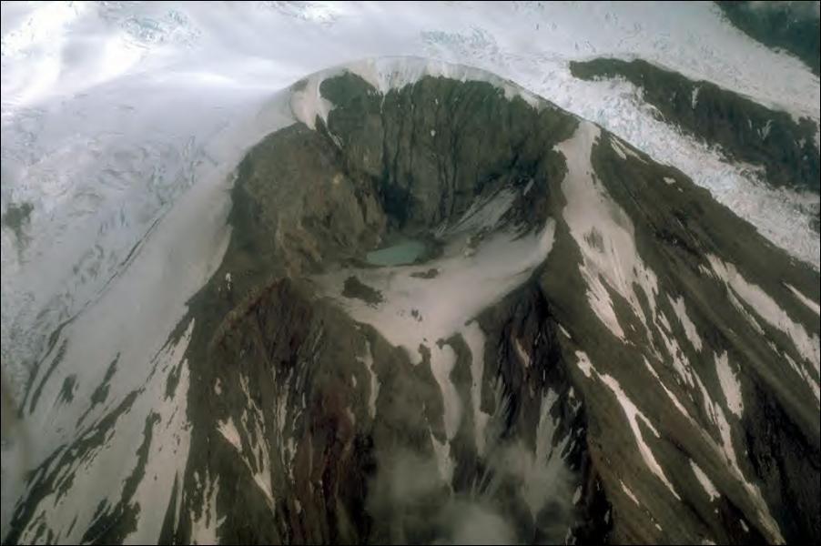 L'Alaska est une grande zone sismique et volcanique. Quel est le plus grand volcan de l'Etat ?