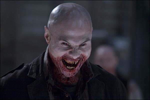 Qui incarne le shérif Eben Oleson de la ville de Barrow qui se fait attaquer par une meute de vampires dans le film '30 jours de nuit' ?