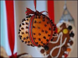 Que doit-on planter dans une orange pour obtenir une pomme d'ambre ?