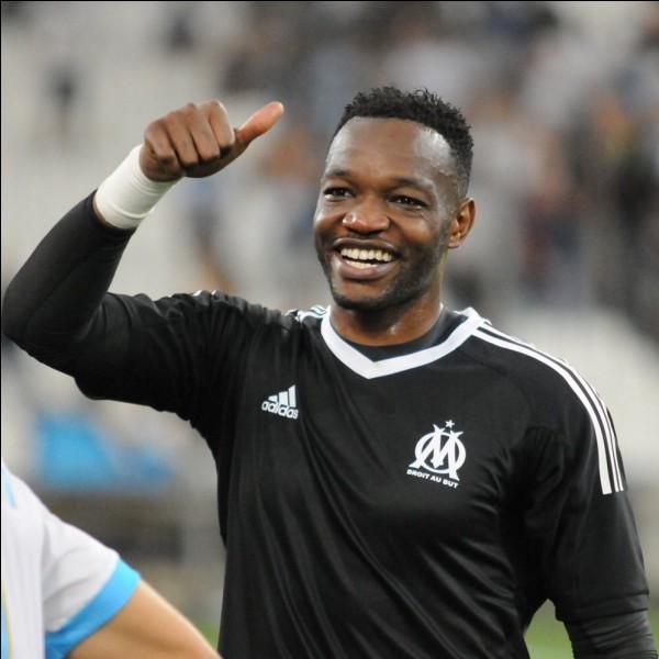 Je suis né le 28 mars 1985 à Kinshasa, je suis le gardien numéro 2 de l'équipe de France et je joue à l'OM.