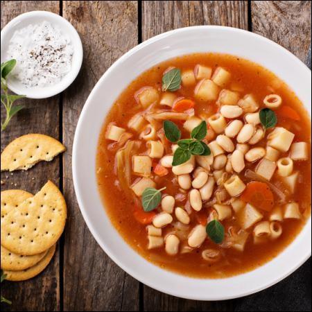 Minestrone : soupe de légumes épaisse souvent additionnée de pâtes ou de riz, et servie accompagné de parmesan râpé.Risotto : réduction d'un bouillon de riz cuit avec divers ingrédients, champignons, crevettes, petits pois...Quel est le pays d'origine de ces deux plats ?