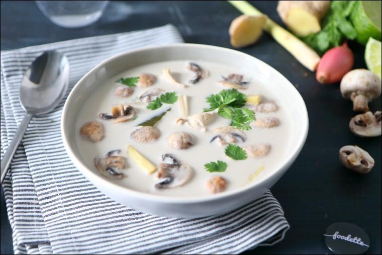 Tom Kha Kai : soupe très épicée au poulet et au lait de coco Neua Pad Prik : mélange de noodle, de bœuf frit relevé avec des échalotes, de l'ail et du basilic et du piment. Plat particulièrement épicé. Quel est le pays d'origine de ces deux plats ?