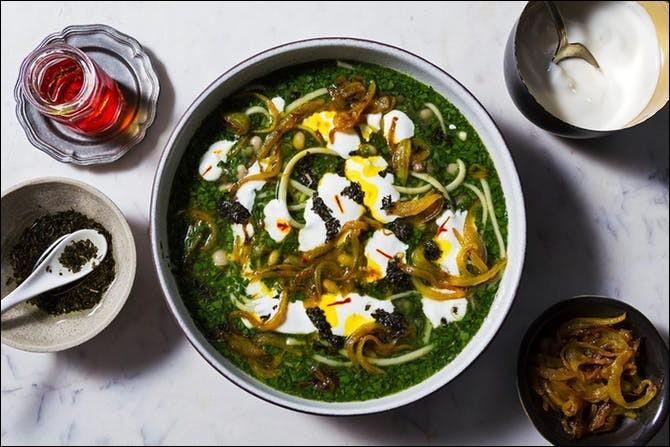 Ash-e-reshteh : soupe épaisse composée de pâtes, de légumineuses, d'herbes, d'épinards et de lait caillé. Koukou : tarte-omelette à base de légumes et/ou de viande. Quel est le pays d'origine de ces deux plats ?
