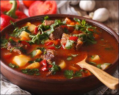 Romazava : mijoté de viande de zébu et d'une sorte d'épinard Ravitoto : feuilles de manioc doux pilées avec un mortier, cuites avec de l'ail et de la viande de porc. Quel est le pays d'origine de ces deux plats ?