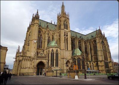 Quand la cathédrale de Metz a-t-elle brûlé, alors qu'une partie de la région avait été annexée par les Allemands ?