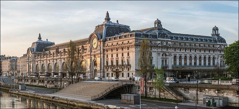 """""""Elle a l'air d'un palais des Beaux-Arts !"""" : voilà ce que disait un contemporain visionnaire lors de l'inauguration de la gare d'Orsay en 1900. Qui était-il ?"""