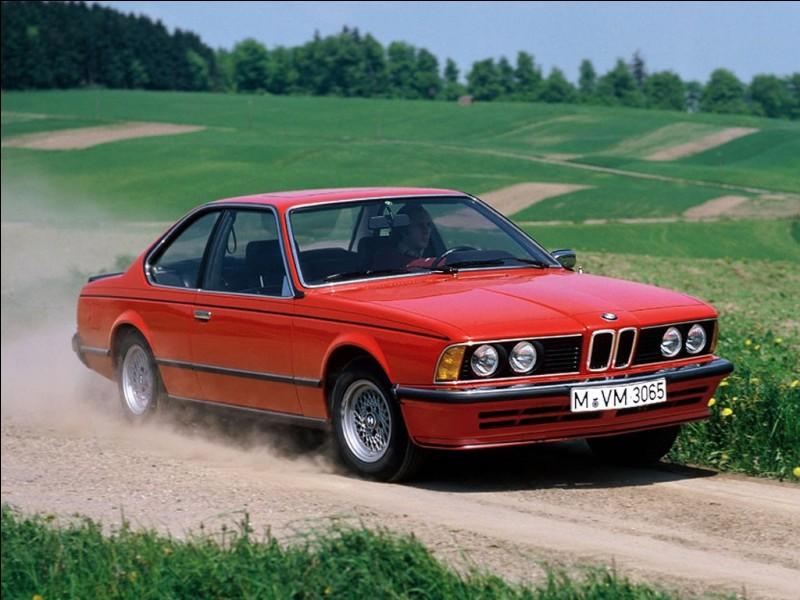 Dans quelle ville allemande se trouvent l'usine-mère et le siège social de BMW ?