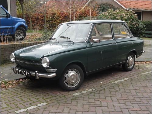 Cette voiture hollandaise, dotée d'un 2 cylindres de 844 cm3, produite entre 1966 et 1974, est une ...