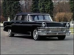 Cette voiture de luxe, produite en URSS de 1959 à 1967 et destinée aux officiels, est une...