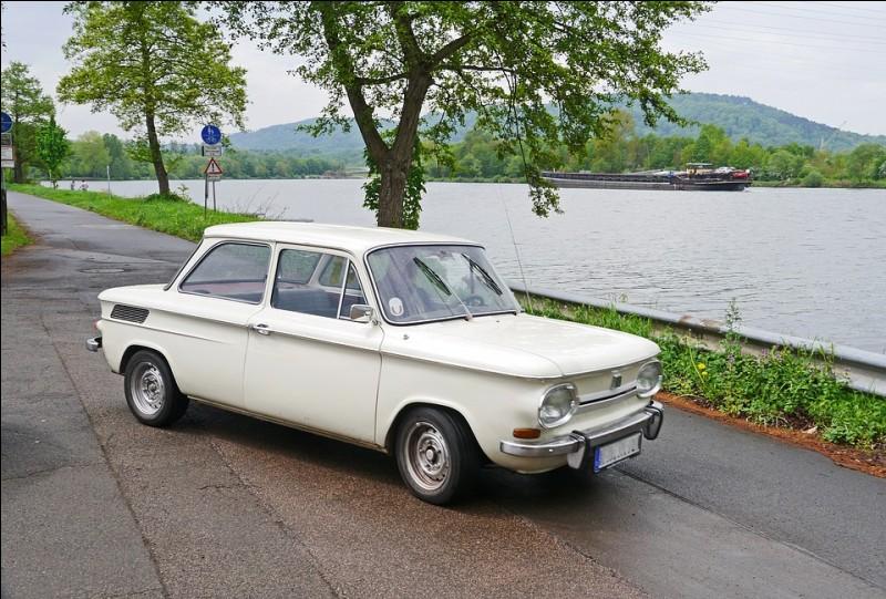Cette voiture allemande, à propulsion arrière, produite entre 1963 et 1972, est une ...
