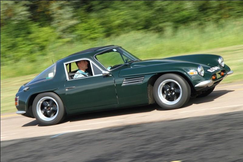 Cette sportive anglaise, équipée d'un moteur Ford de 1600 cm3, est une ...
