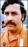 Lors de sa cavale en 1993, Pablo Escobar aurait fait brûler 2 millions de dollars pour :