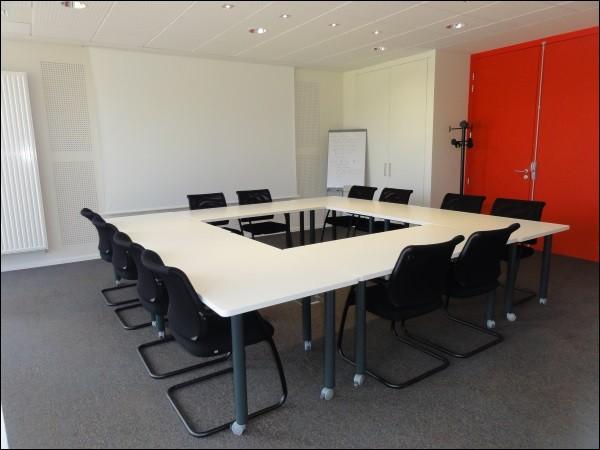 Les personnels médicaux et paramédicaux se réunissent dans cette salle afin de faire de nombreuses réunions. Ceci est une salle de...