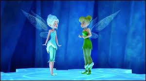 Que font les ailes de Clochette et Cristal lorsqu'elles sont proches ?