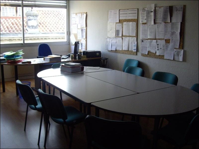 Ce grand bureau est celui...
