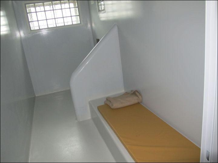 Les suspects interpelés sont placés en cellule...