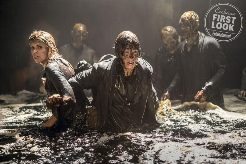 Toi et ta meilleure amie êtes dans une apocalypse de zombies. Vous êtes entourées. Que fais-tu ?