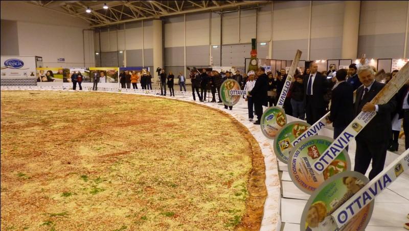 Combien mesurait la pizza la plus grosse du monde ?