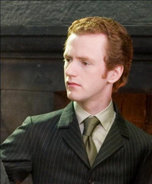 Où Pénélope Deauclair, copine de Percy Weasley, est-elle préfète?