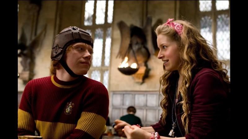 Dans quel livre Ron sort-il avec Lavande Brown ?