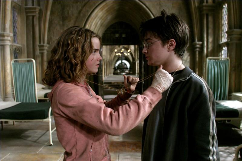 Hermione sort avec quelqu'un dans ''Harry Potter et la coupe de feu''. Qui est-ce ?