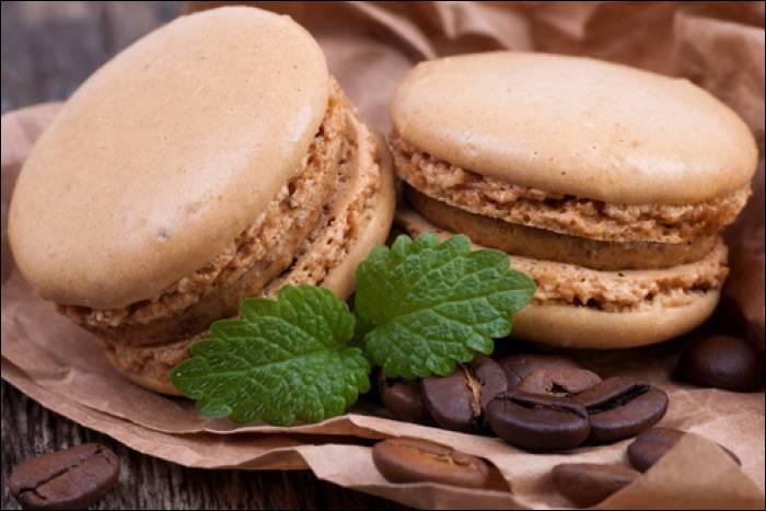 La coque à macaron est faite à base de...