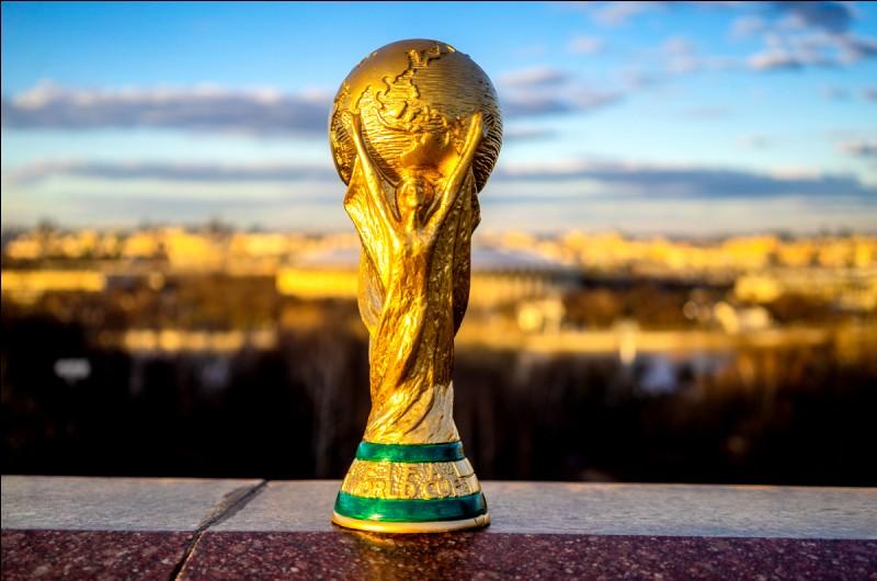 Dans quel pays se déroule la première Coupe du Monde de football en 1930 ?